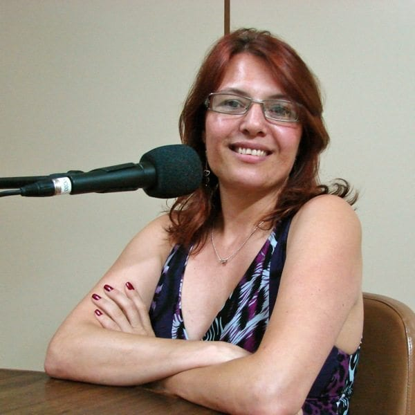 Cyntia Mayer - Professora
